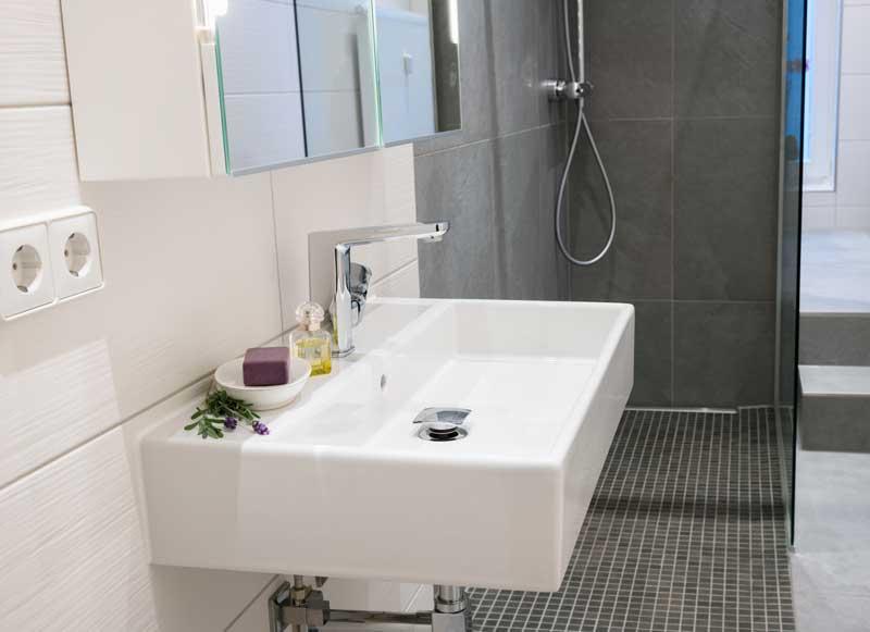 Mit einer Fußbodenheizung eine kleines Bad vergrößern